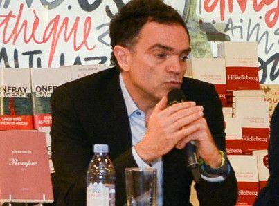 Yann Moix : Il s'excuse sur le plateau d'ONPC après ses dessins antisémites !