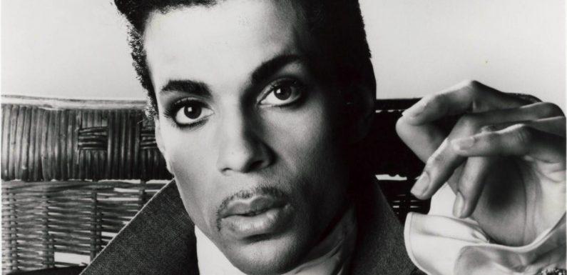 """""""The Beautiful Ones"""": les mémoires inachevées du chanteur Prince, un ouvrage """"bouleversant"""""""