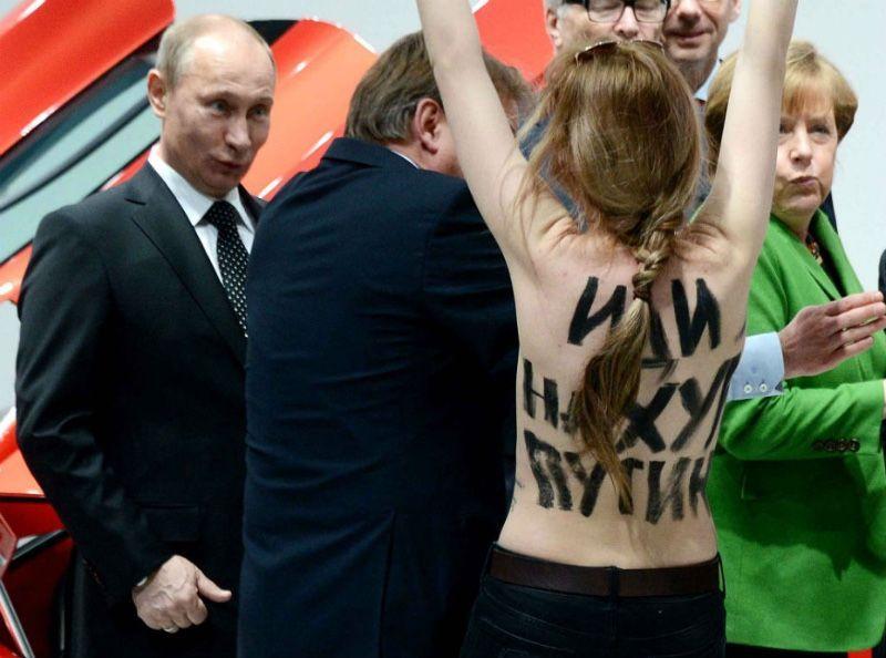 Photos : Vladimir Poutine, Angela Merkel, Emmanuel Macron… Découvrez les photos les plus insolites des politiques
