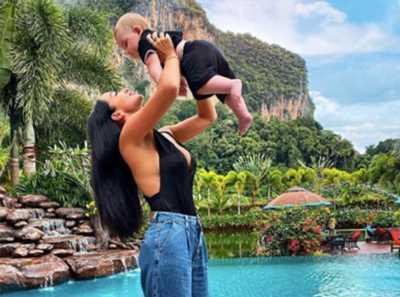 Jazz pose avec son fils Cayden devant une piscine, les internautes lui tombent dessus