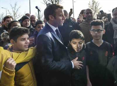 Emmanuel Macron : interpellé par un jeune pour… aller jouer à un jeu vidéo !