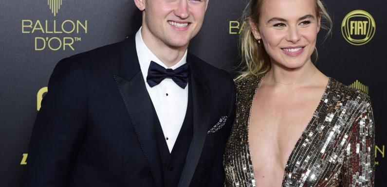 Matthijs De Ligt sacré au Ballon d'or, sa fiancée éblouissante et décolletée