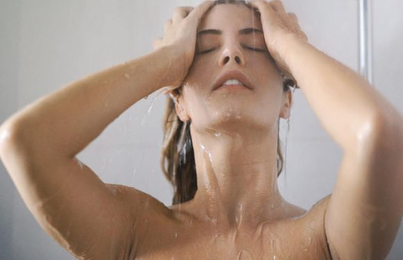 Vous vous nettoyez le visage sous la douche ? Erreur!