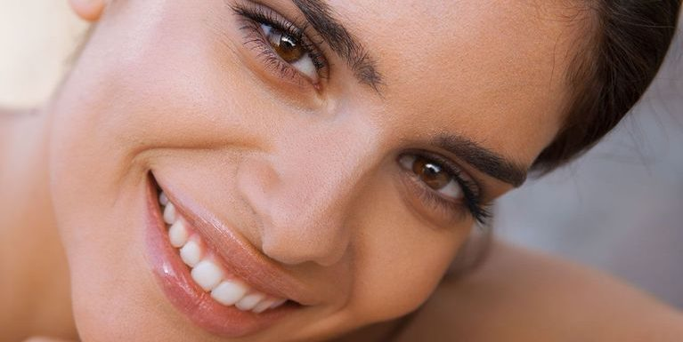 Poils au menton : 6 solutions pour s'en débarrasser