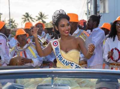 Clémence Botino : face au coronavirus, Miss France 2020 s'échappe en Guadeloupe