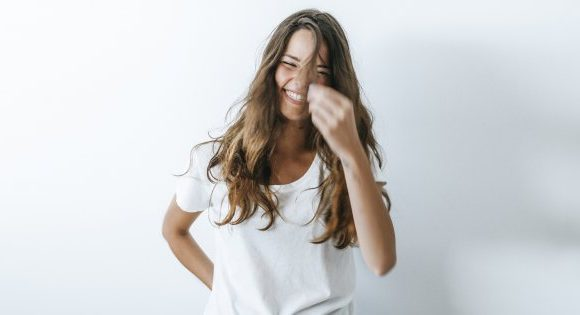 Comment rafraîchir soi-même sa coupe de cheveux?