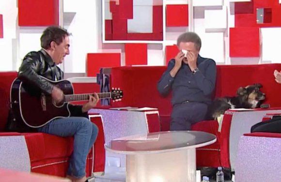 VIDEO Michel Drucker très gêné par une chanson des Chevalier du Fiel, il met le holà