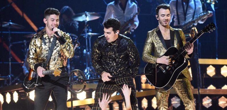 Jonas Brothers, Selena Gomez, Niall Horan… Quand les chanteurs ne se souviennent plus des paroles de leurs chansons