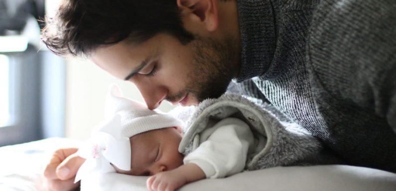Le congé paternité allongé dans la fonction publique en cas d'hospitalisation