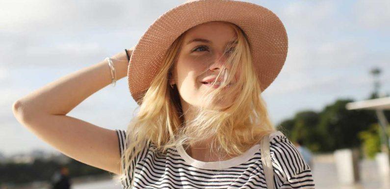 3 astuces pour éclaircir naturellement ses cheveux sans passer chez le coiffeur