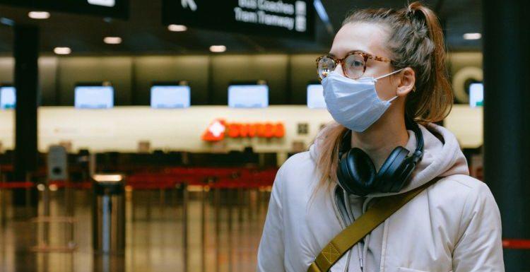 « Laisser les jeunes se contaminer entre eux » : la proposition choc d'un infectiologue fait polémique