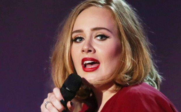 PHOTO Adele change de look après sa perte de poids, ses fans ne la reconnaissent pas