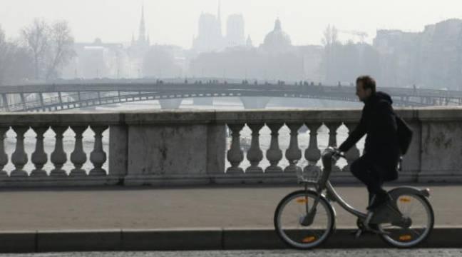 «20 Minutes» est désormais aussi distribué… à vélo, dans Paris