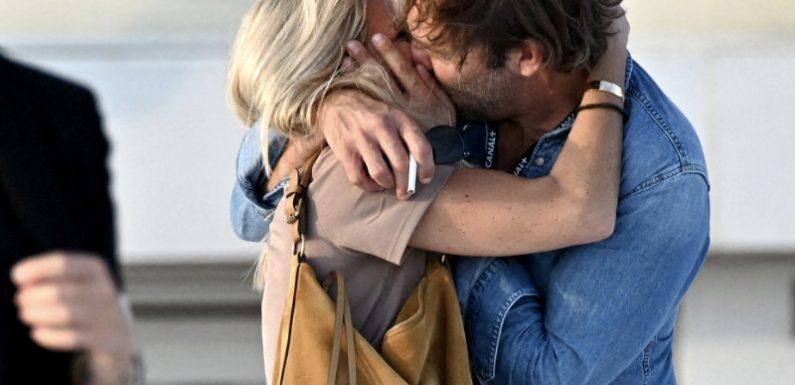 Les Mystères de l'Amour : Le baiser passionné de Patrick Puydebat à sa compagne au festival Canneseries
