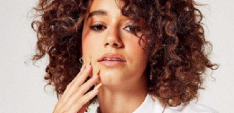 Cheveux : 3 coiffures empruntées à Lena Mahfouf