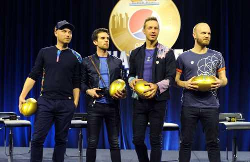 Coldplay a fait don d'une guitare à une école primaire du Gloucestershire