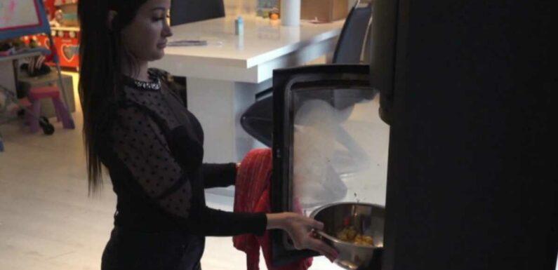 Les mamans (6ter) : La technique improbable – et très drôle – d'Angelica pour faire des gâteaux (VIDEO)