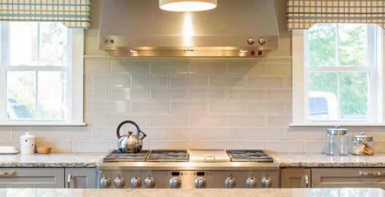 Une hotte dans ma cuisine : est-ce vraiment utile ?