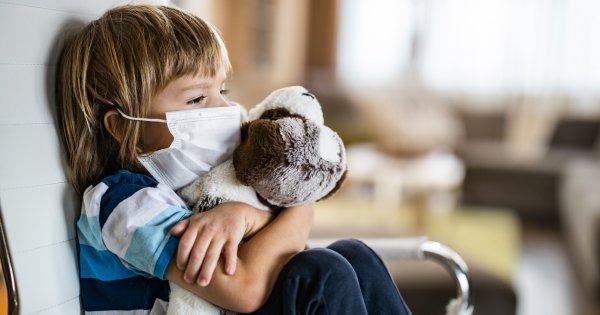 Covid-19: le variant apparu au Royaume-Uni est-il plus contagieux chez les enfants et les jeunes?
