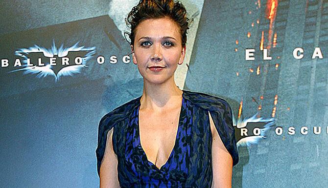 The Dark Knight, le chevalier noir (TMC) : Pourquoi Maggie Gyllenhaal remplace-t-elle Katie Holmes dans cette suite ?