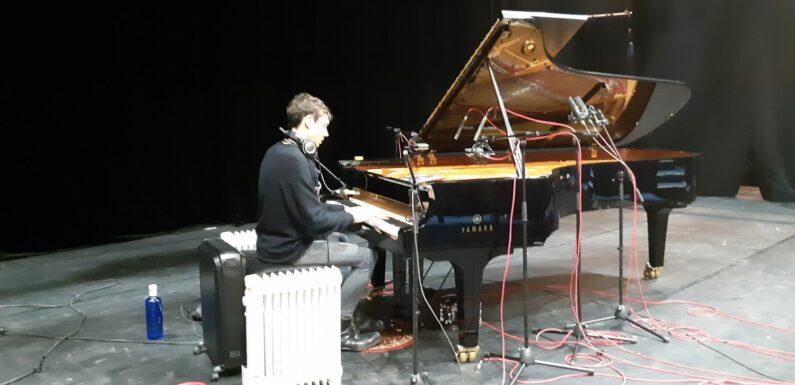 Salle vide et chauffage d'appoint: le pianiste Francesco Tristano raconte l'enregistrement de son album, entre vague de froid et crise sanitaire