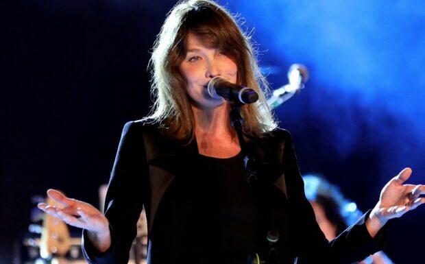 «Tes chansons, on dort…»: Carla Bruni chambrée par sa fille Giulia