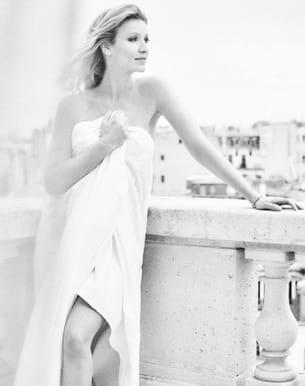 Alexandra Lamy nue et drapée, Capucine Anav méconnaissable…[PHOTOS]