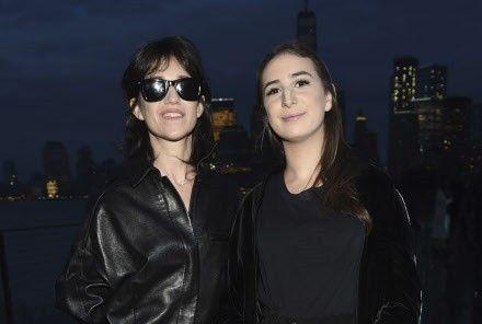 Alice Attal, la fille de Charlotte Gainsbourg, dévoile le visage de son compagnon