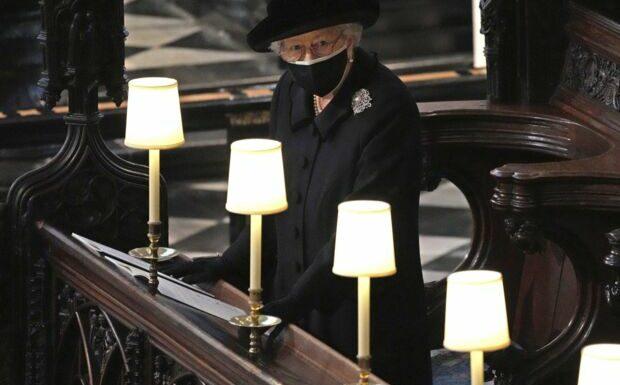 Elizabeth II: cet entourage qui la soutient depuis la mort du prince Philip