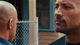 Fast & Furious 6 : une scène très bizarre avec Dwayne Johnson et Vin Diesel