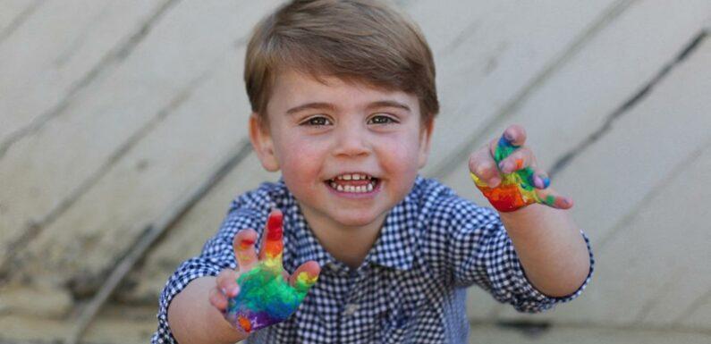 Le prince Louis, 3 ans, déja cool et bien dans ses petites baskets Adidas