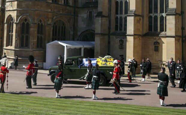 Obsèques du prince Philip: une femme seins nus perturbe la cérémonie