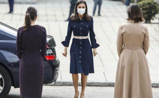 PHOTOS –  Letizia d'Espagne recycle sa robe jean Hugo Boss à moins de 200 euros