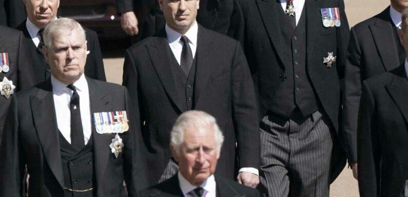 Un coup de génie du prince Charles ? Il aurait piégé ses fils William et Harry pour qu'ils entament une discussion