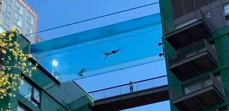 Une piscine suspendue dans le vide installée entre deux bâtiments de Londres