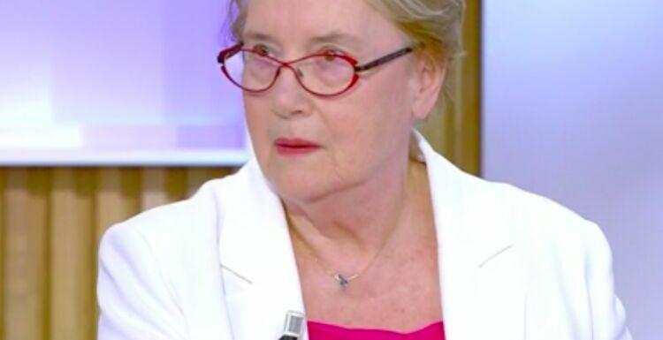 """VIDEO– """"Mon fils était menacé tous les jours"""" :la mère deCharb, """"très en colère"""", contre François Hollande"""