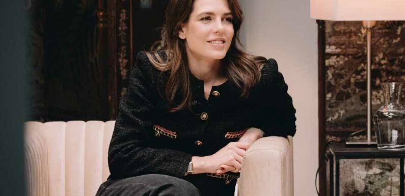 Charlotte Casiraghi, Lyna Khoudri et Camille Laurens parlent littérature chez Chanel   Vogue Paris