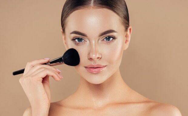 Make up: le fond de teint miracle du moment coûte moins de 7 euros!