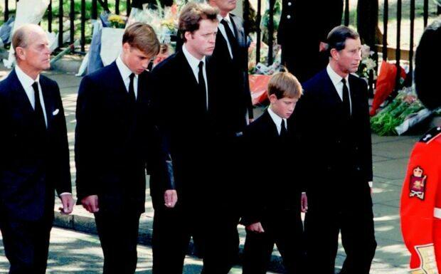 Mort du prince Philip: ce rôle clé qu'il a joué auprès de William et Harry lors des obsèques de Lady Diana