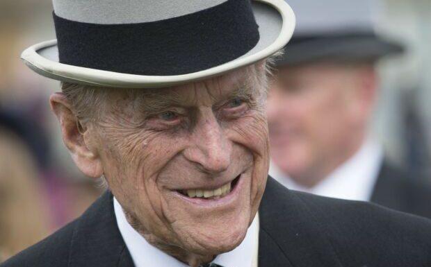VIDEO Mort du prince Philip: les Britanniques réunis à Buckingham Palace pour rendre hommage au mari d'Elizabeth II