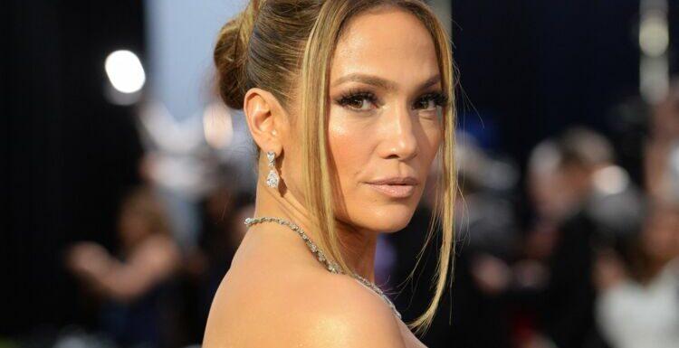 À 51 ans, Jennifer Lopez adopte la coupe de cheveux que vous allez voir partout cet été