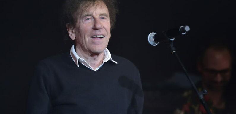 """Alain Souchon tacle les chanteurs âgés: ce qu'il trouve """"lamentable"""""""