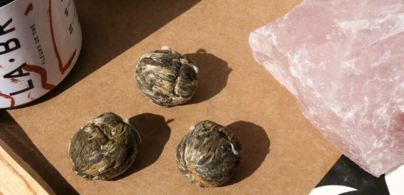 Cadeau de fête des mères : ce coffret de cristaux et de thé est le cadeau le plus mignon | Vogue Paris