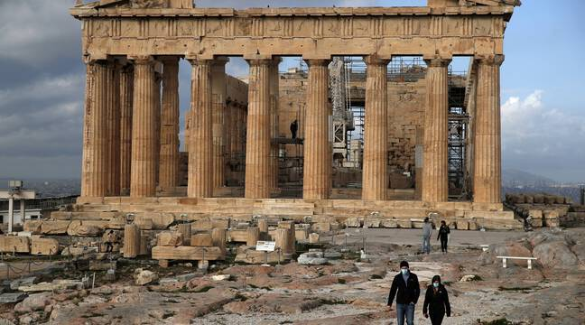 Des séances photos de Dior approuvées sur des sites antiques en Grèce