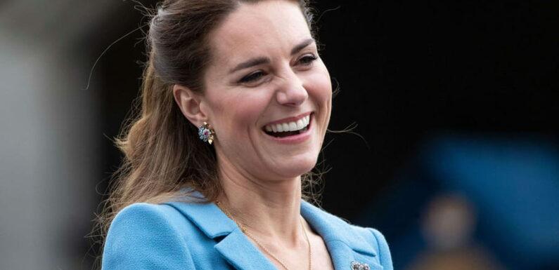 Kate Middleton en look jean, nineties et petits prix pour son vaccin