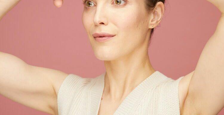 Massage anti-âge : 2 gestes à connaître pour avoir un front lisse