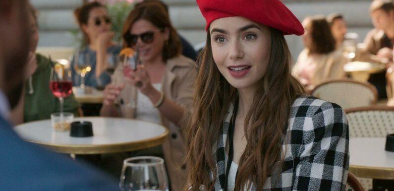"""Netflix annonce le tournage de la saison 2 d'""""Emily in Paris""""sur un air de bal musette"""