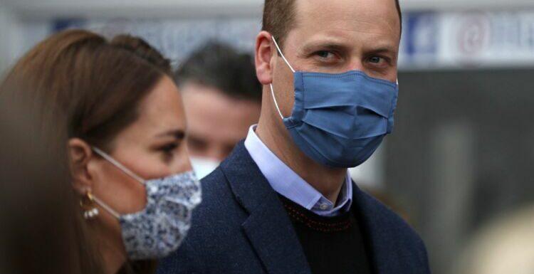 PHOTO – Le prince William dévoile son bras musclé lors de sa vaccination contre le coronavirus, les internautes sous le charme