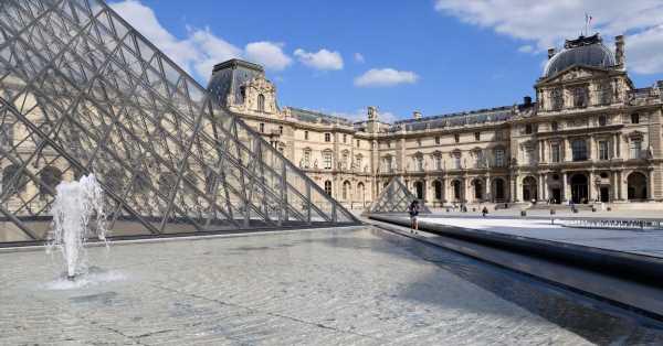 Pass culture : Emmanuel Macron offre 300 € à tous les jeunes de 18 ans