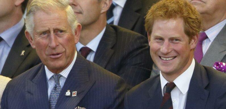 Prince Harry obligé de quitter sa famille pour ne plus souffrir ? Il tacle l'éducation du prince Charles